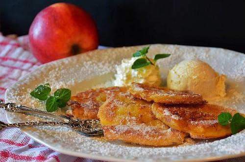 Рецепт сырников с манкой, с чем вкуснее их есть