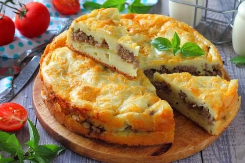 4 простых рецепта мясного пирога в духовке