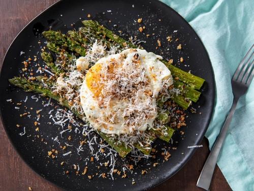 5 способов разнообразить яичницу на завтрак