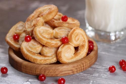 «Ушки» с сахаром и еще 3 простых рецепта печенек к чаю