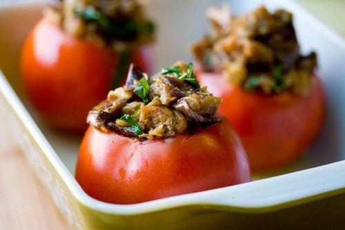 Запечённые фаршированные помидоры – 4 простых рецепта