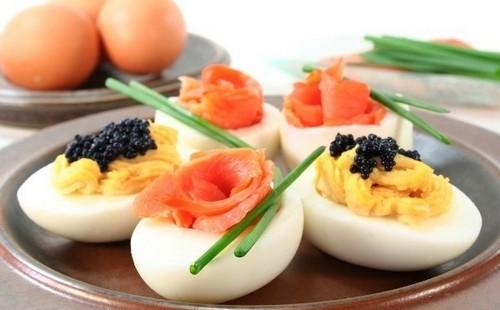 11 необычных вариантов фаршированных яиц с фото