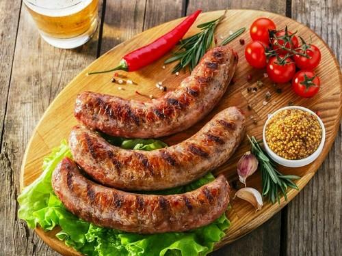 5 простых рецептов домашней колбасы из свинины