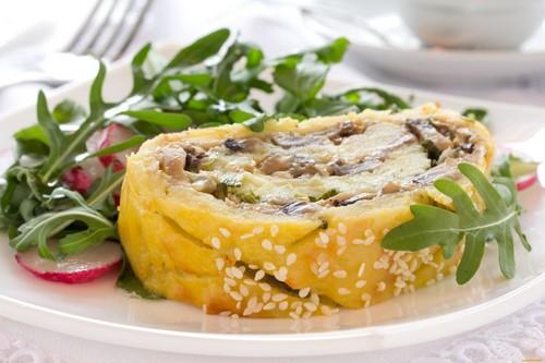Картофельный рулет – базовый рецепт и три вида начинки
