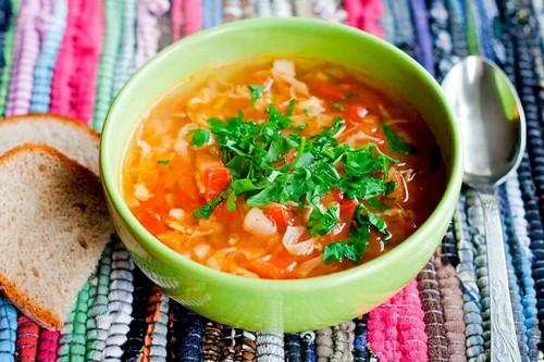 7 особенностей хранения супов в холодильнике