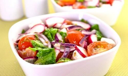 4 рецепта интересного салата с редиской