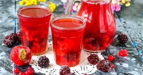 Взвар из замороженных ягод – рецепт и польза напитка