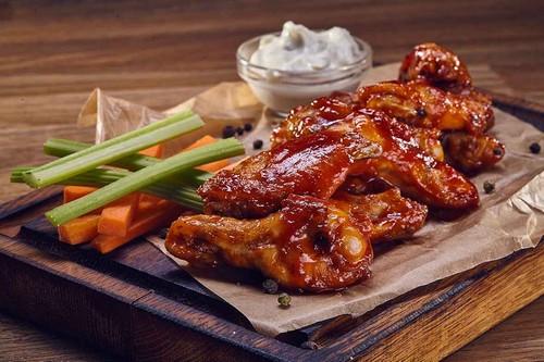 Изумительные куриные крылышки на мангале – 3 рецепта