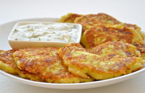 Оладьи из кабачков с чесноком и сыром