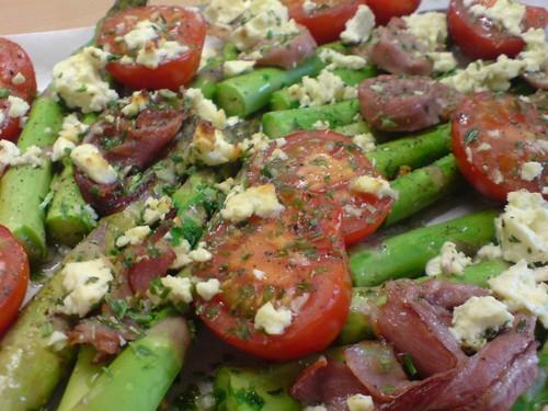 салат с черри и спаржей