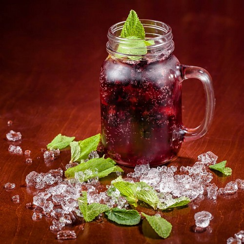 3 освежающих безалкогольных напитка с красной смородиной