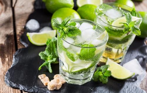 Мохито по дачному – 3 рецепта безалкогольного освежающего напитка