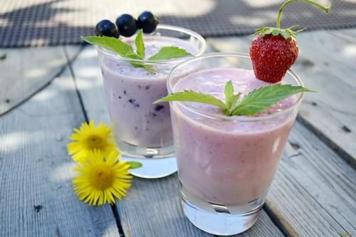 Смузи из свежих дачных ягод – малины, смородины, крыжовника