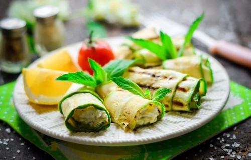Аппетитные рулеты из свежих кабачков – 3 рецепта