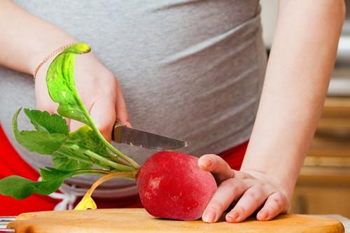 Надо есть, пока есть – 5 причин чаще кушать свежую редиску