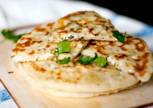 Тесто с начинкой на сковородке, 7 букв – 3 рецепта лепёшек с начинкой