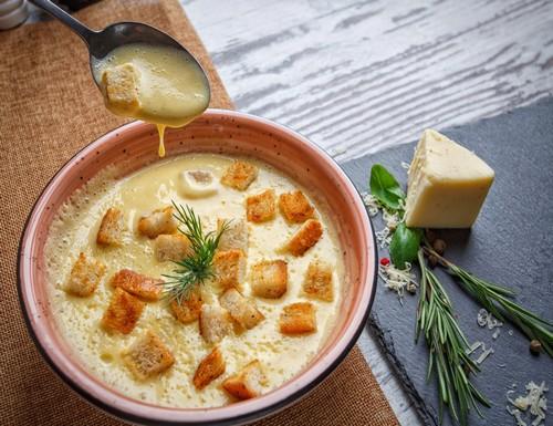 Пальчики оближешь – сырный крем-суп с молодым картофелем