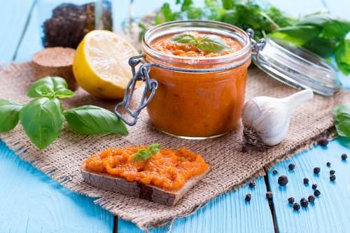 Кабачковая икра с томатной пастой на зиму – 2 рецепта
