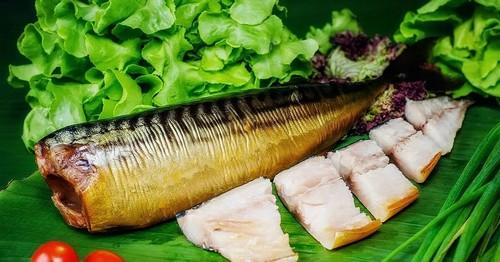 Копченая скумбрия – отличный источник белка и полезных жиров