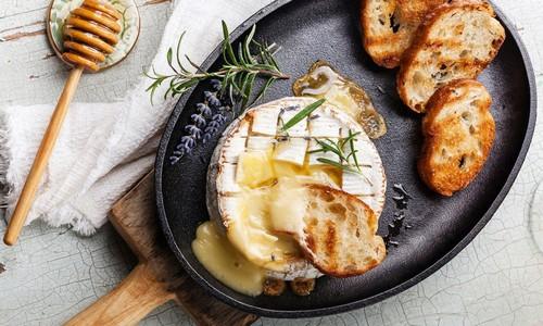 Лёгкий ужин из свежего овечьего сыра