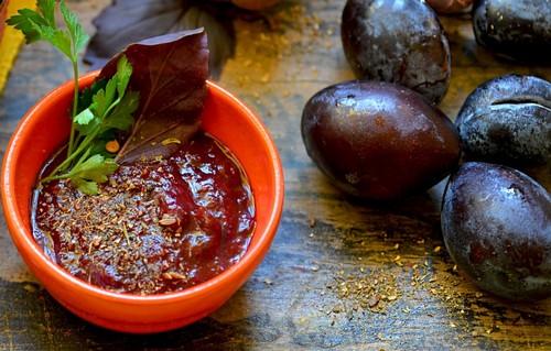 Ткемали из сливы – отличная заготовка к мясу