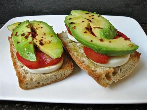 Тосты с авокадо и еще 5 экзотичных бутеров с фруктами