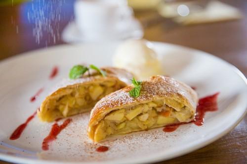 5 нюансов приготовления ароматного яблочного штруделя