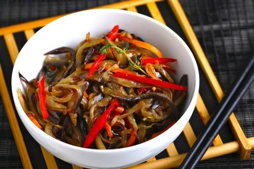 Баклажаны по-корейски: приготовь пикантную закуску дома