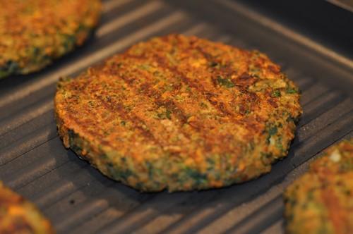 «И мяса не надо»: рецепт вкусных котлет из чечевицы