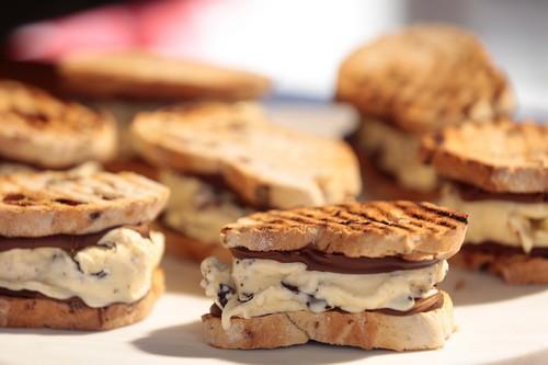 Просто о вкусном – домашнее мороженое-сэндвич с печеньем