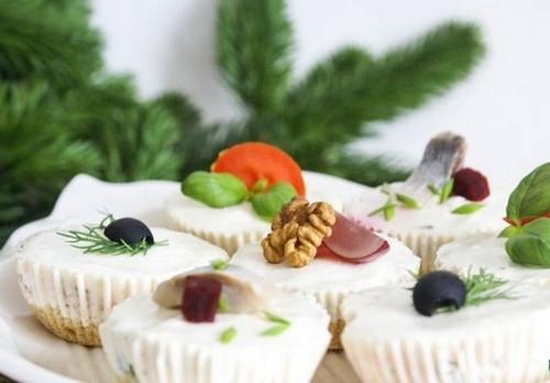 Закусочные мини-чизкейки к новогоднему столу 2021: 4 варианта удивить гостей