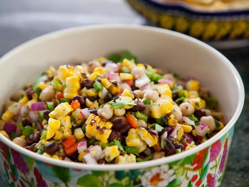 4 легких салата с крабовым мясом на новогодний стол в год Быка