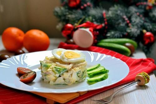 3 красивых салата с кальмарами на Новый Год 2021