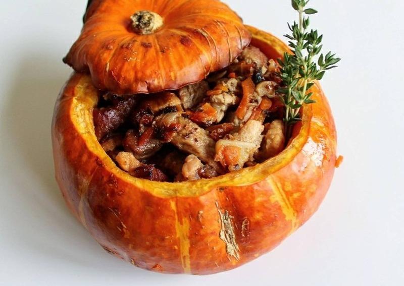Как запечь тыкву целиком: 3 домашних блюда с мясной и овощной начинкой