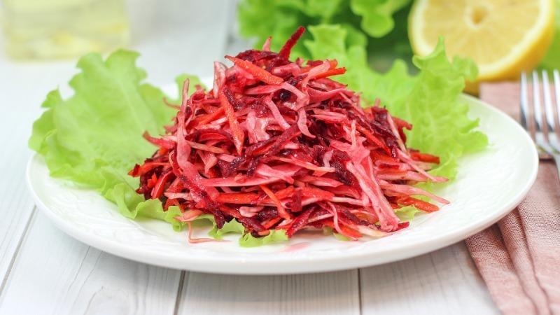 Три лучших салата из свеклы, которые не требуют особых усилий и сложных продуктов