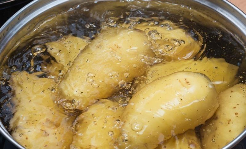 В какой воде нужно варить картофель, чтобы вышло вкусно и максимально полезно