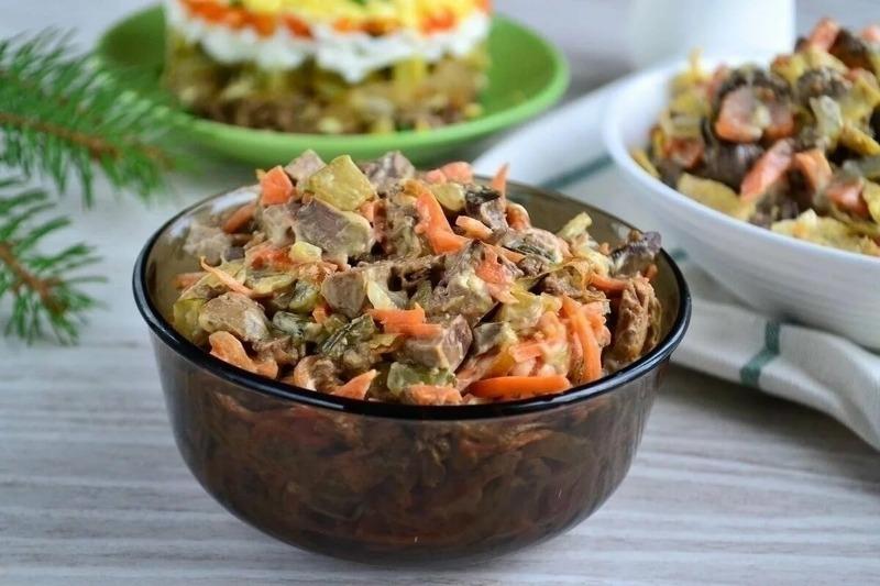 3 эффектных салата с печенью, которые понравятся даже тем, кто ее совсем не ест
