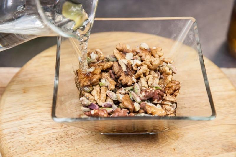 Зачем и как правильно замачивать орехи перед тем, как их готовить