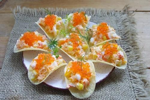 Закуска на чипсах: 4 начинки с сохранением хруста к новогоднему столу 2021
