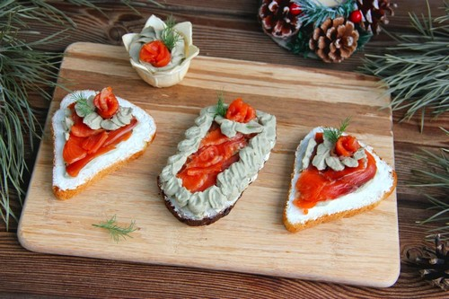 Бутерброды с авокадо на новогоднем столе 2021: 3 вкусных рецепта