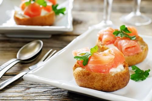 Чем наполнить закусочные профитроли к новогоднему столу: 5 вариантов начинки к встрече года Быка