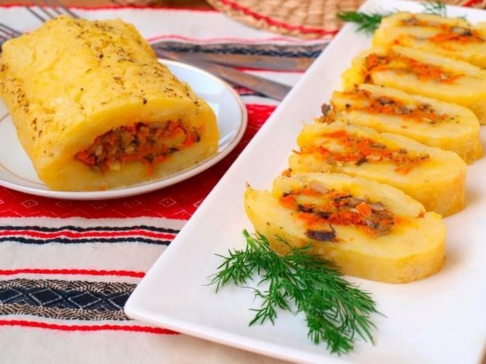 Картофельные рулеты к новогоднему столу: 4 варианта вкусных начинок к году Быка